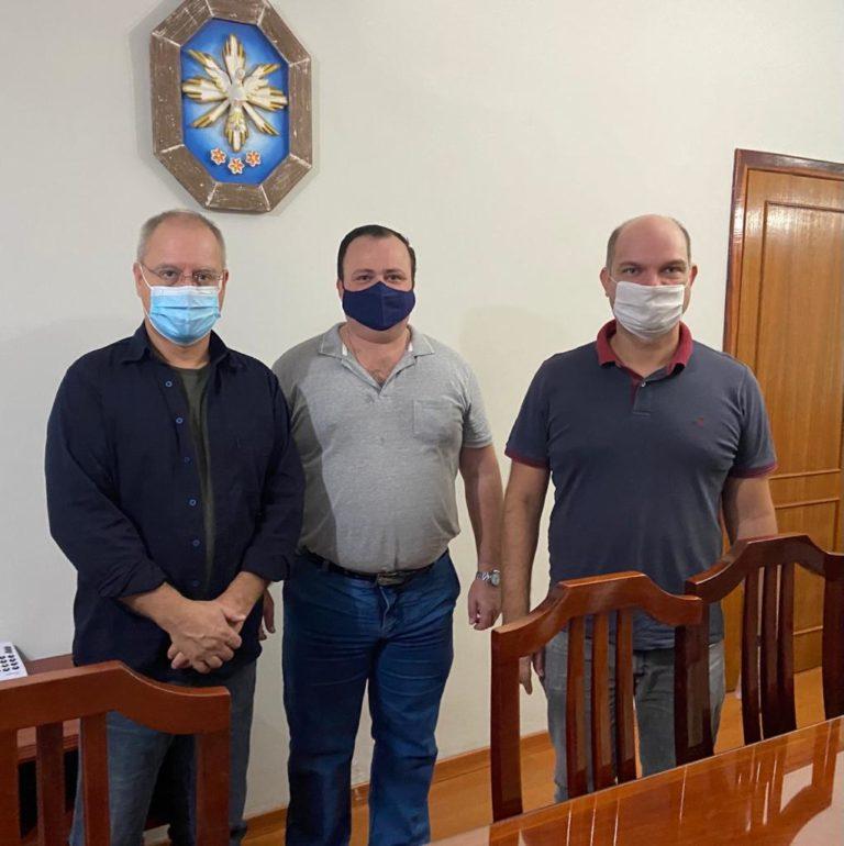 Na foto o Dr. Fábio Andrada, Sr. Herbert Halfeld e Dr. Martim Andrada