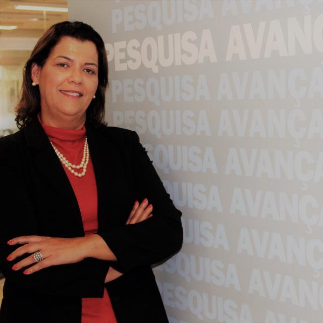 A Bibliotecária da UNIPAC, Rosy Mara Oliveira, foi uma das profissionais selecionadas para participar do Curso de Aperfeiçoamento em Gestão, Informação, Inovação e Conhecimento em Saúde