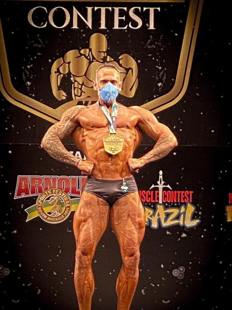Professor Bruno Magalhães venceu o campeonato de fisiculturismo Classic Contest Goiânia